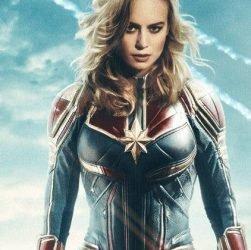 Capitaine Marvel: Pourquoi l'histoire de Carol Danvers remonte à 1990?