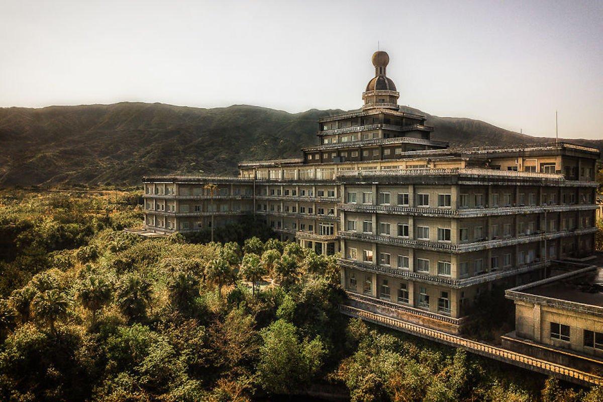 [Zone 42]  Découvrez ces 31 photos prises dans le plus grand hôtel abandonné au Japon